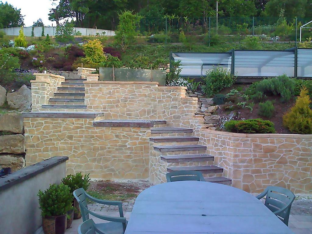 escalier de jardin avec pierre de parement