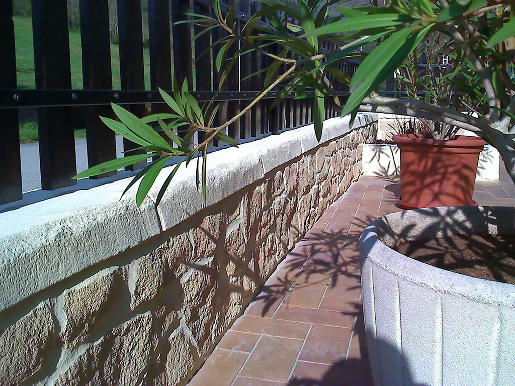 pierre de parement sur muret de terrasse