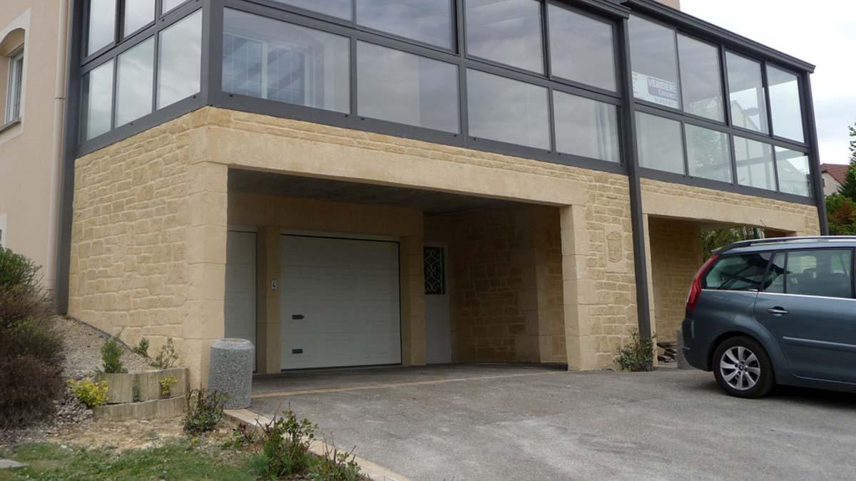 grand lintheau porte de garage en fausse pierre