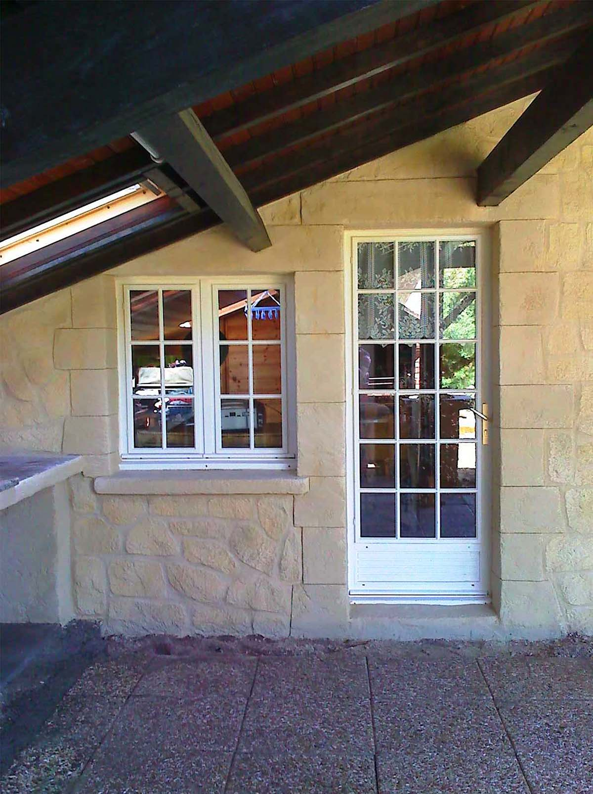 entourage de baie vitrée en pierre de taille