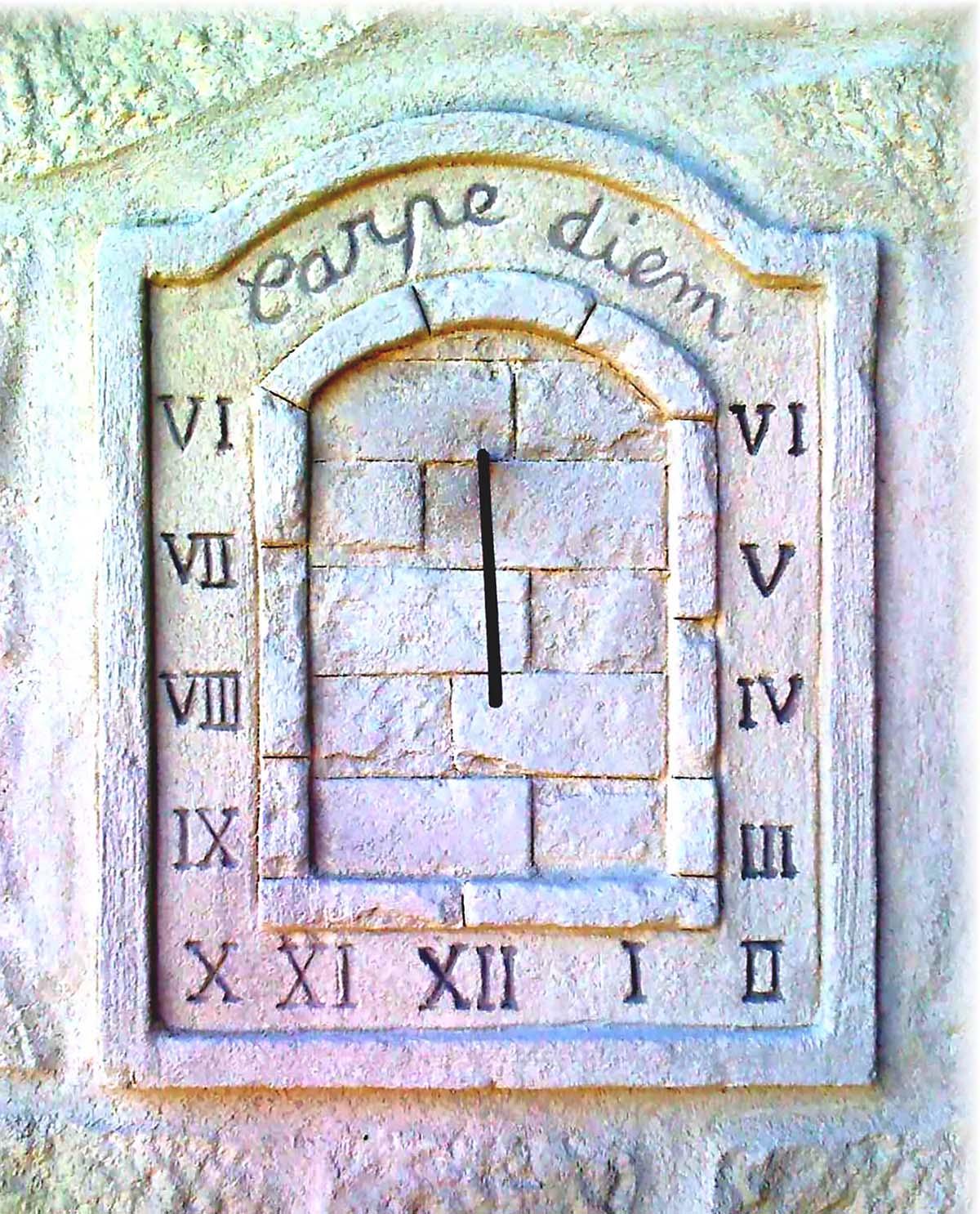 CADRAN SOLAIRE CARPE DIEM et chiffre romain pour décorer une façade de maison