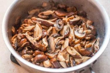 Pasta-Alfredo-Mushrooms-METHOD-2-sauteed-mushrooms-600x400