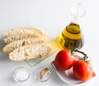 050-pan-tomate-ajo-perejil-ingredientes1-s.jpg