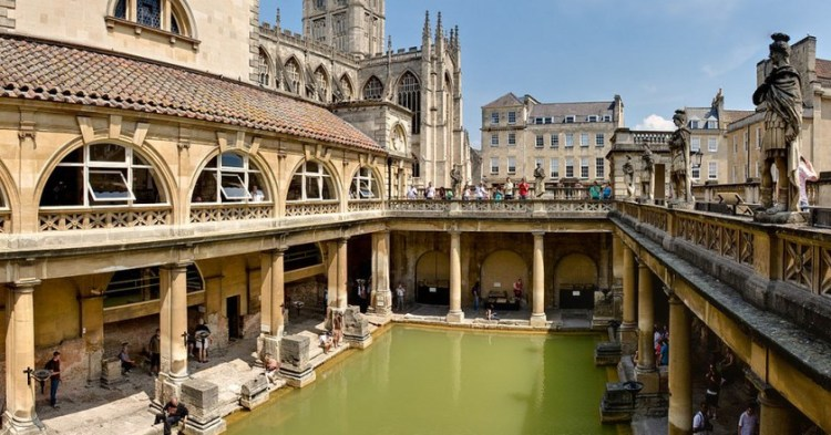 1177px-roman_baths_in_bath_spa_england_-_july_2006-1024x891