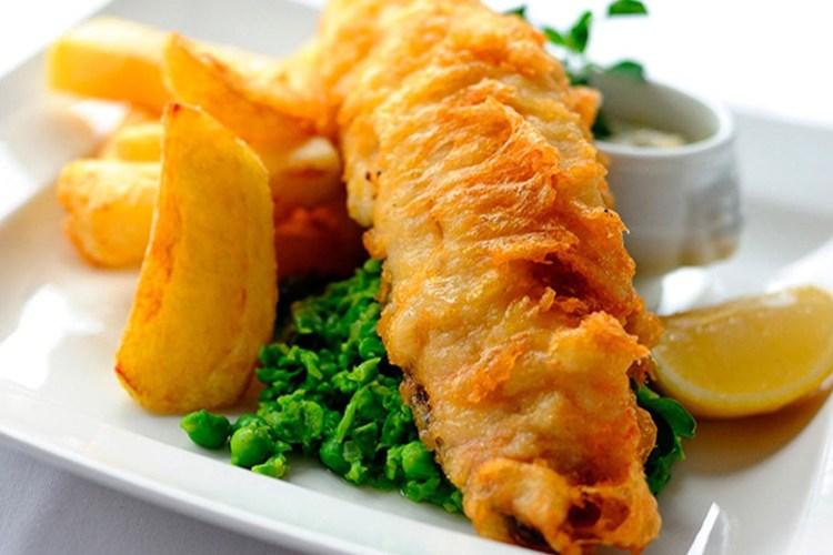 Fish and chips (pescado con patatas fritas al estilo inglés) 1