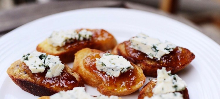 tostadas-de-queso-azul.jpg