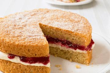 Victoria Sponge Cake 2