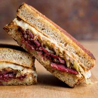 Como preparar un Sándwich de pastrami ahumado