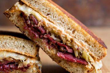 Como preparar un Sándwich de pastrami ahumado 10