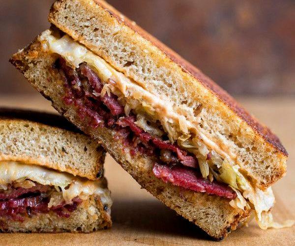 Como preparar un Sándwich de pastrami ahumado 1