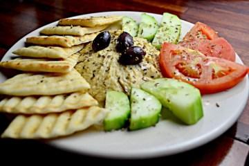 Ensalada Mediterránea con Hummus 12