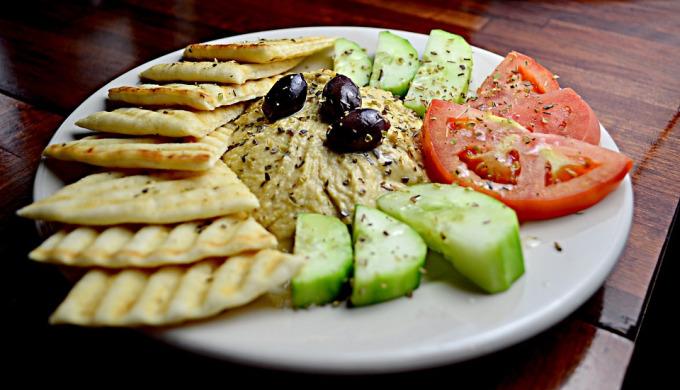 Ensalada Mediterránea con Hummus 1