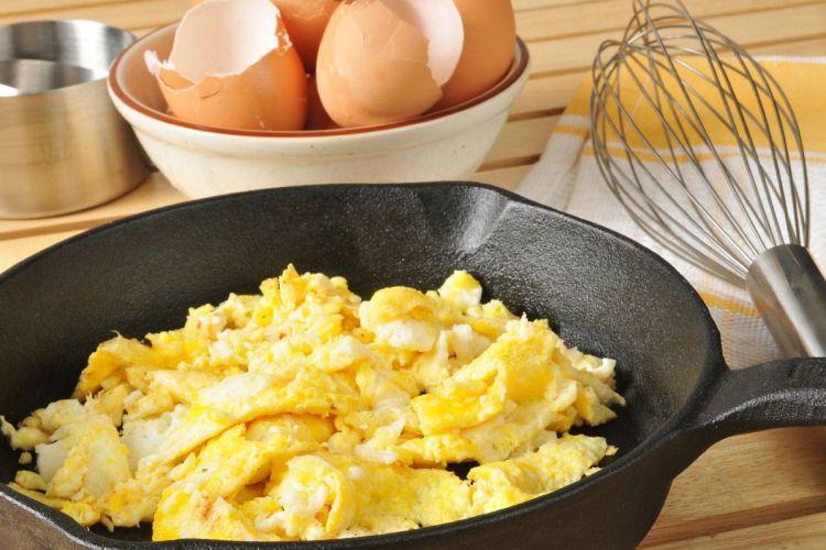 Cómo preparar huevos revueltos al estilo inglés (Scrambled Eggs) 1