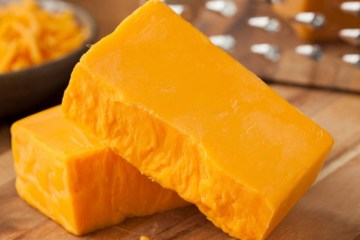 El queso cheddar ¿por qué es naranja? 8