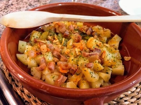 Patatas revolconas cuchara