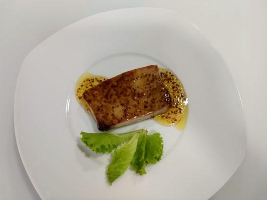 atún a la plancha con salsa de mostaza a la miel
