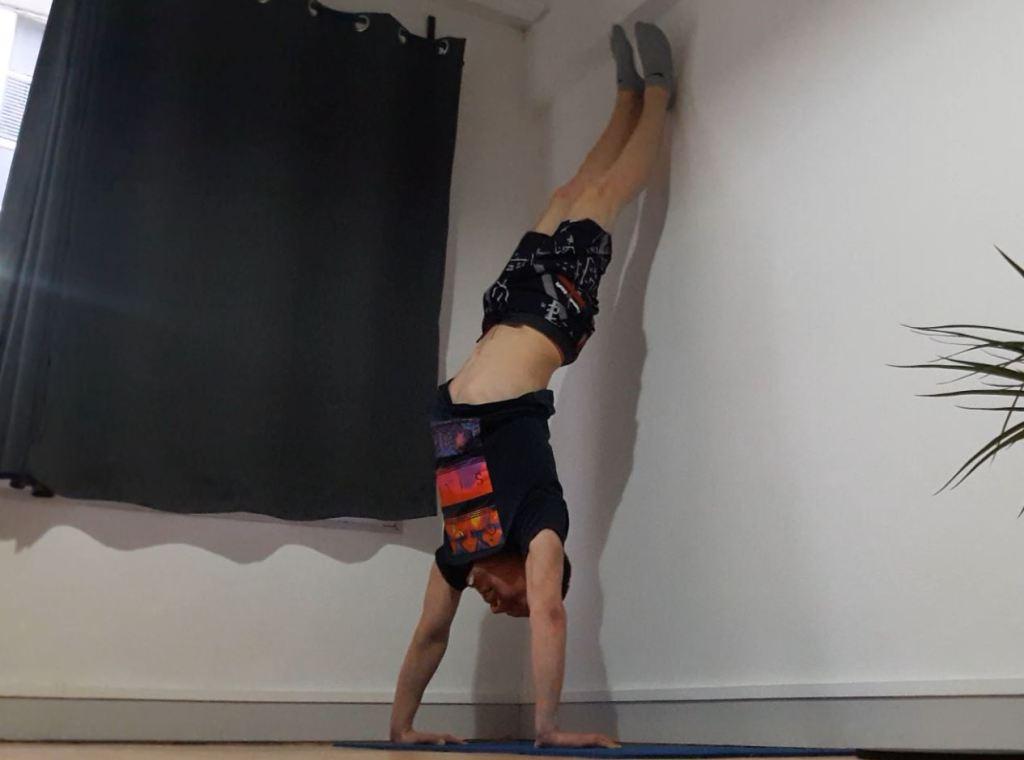 Équilibre contre un mur