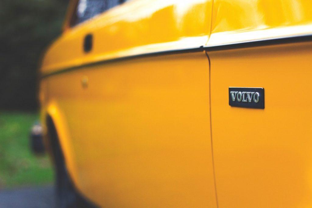 Souhaitez-vous contacter le service client Volvo au sujet d'un véhicule de tourisme ?