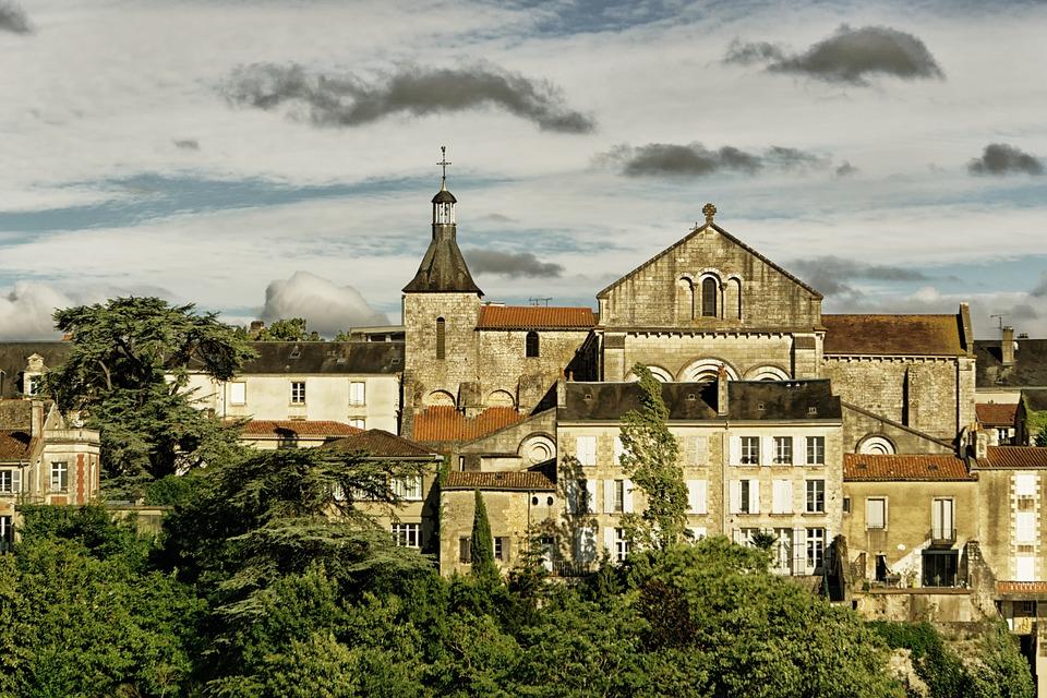 contacter le service client SFR Poitiers