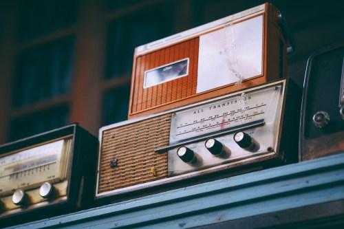 radio-2974649_1920