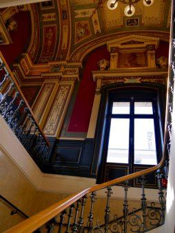 Escalier qui mène au foyer