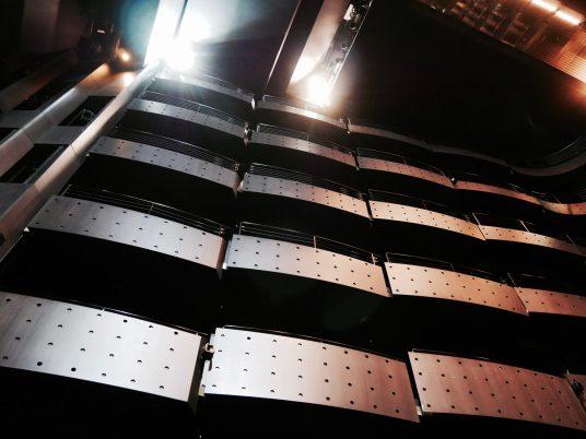 Les balcons de la salle de représentation