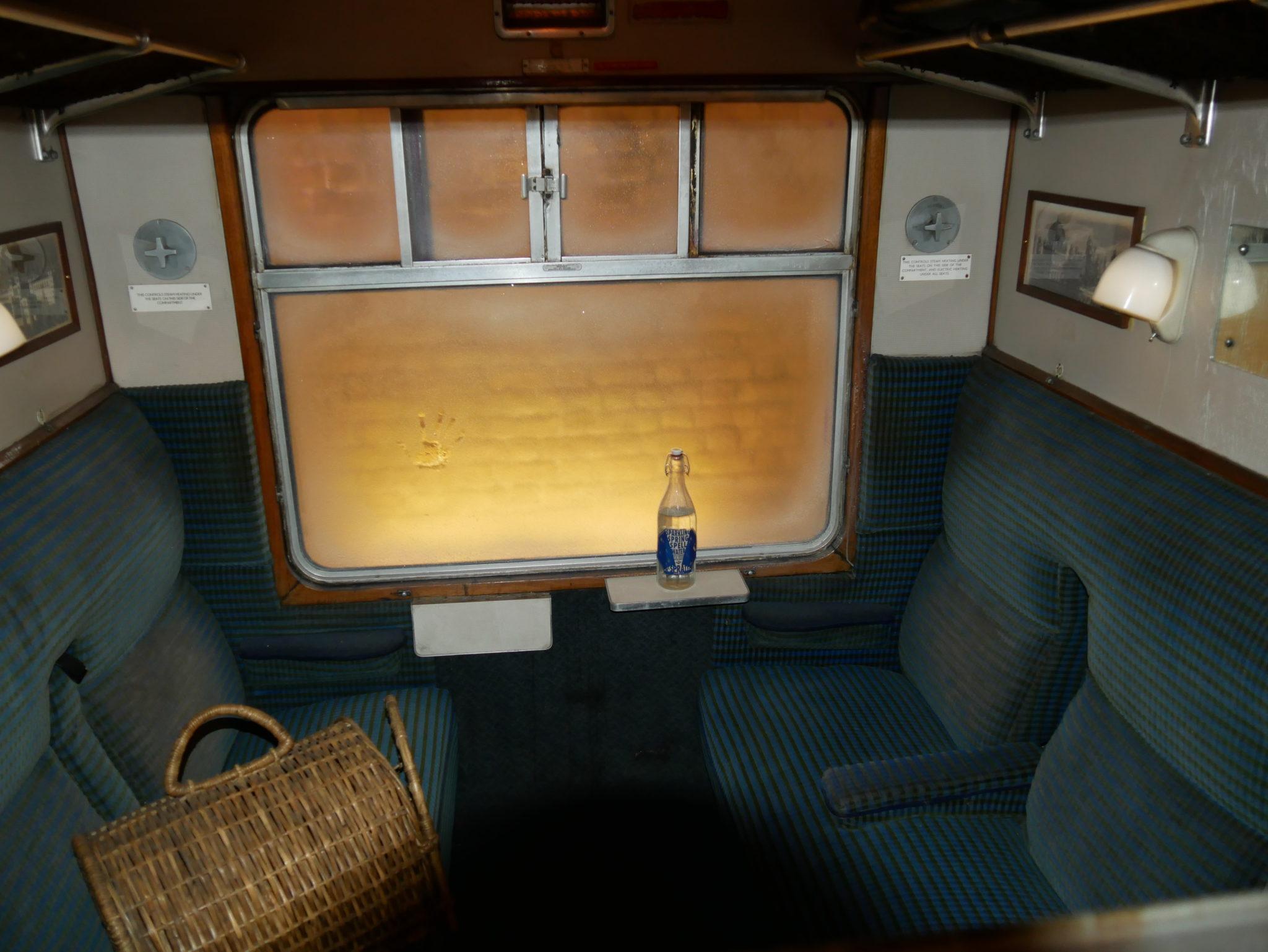 L'intérieur d'un wagon du Poudlard express