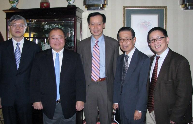 C-100 members Dali Yang, Jeremy Wu, Ben Wu, Michael Lin, and Cheng Li convene at C-100's Leadership Roundtable Dinner on November 17, 2014