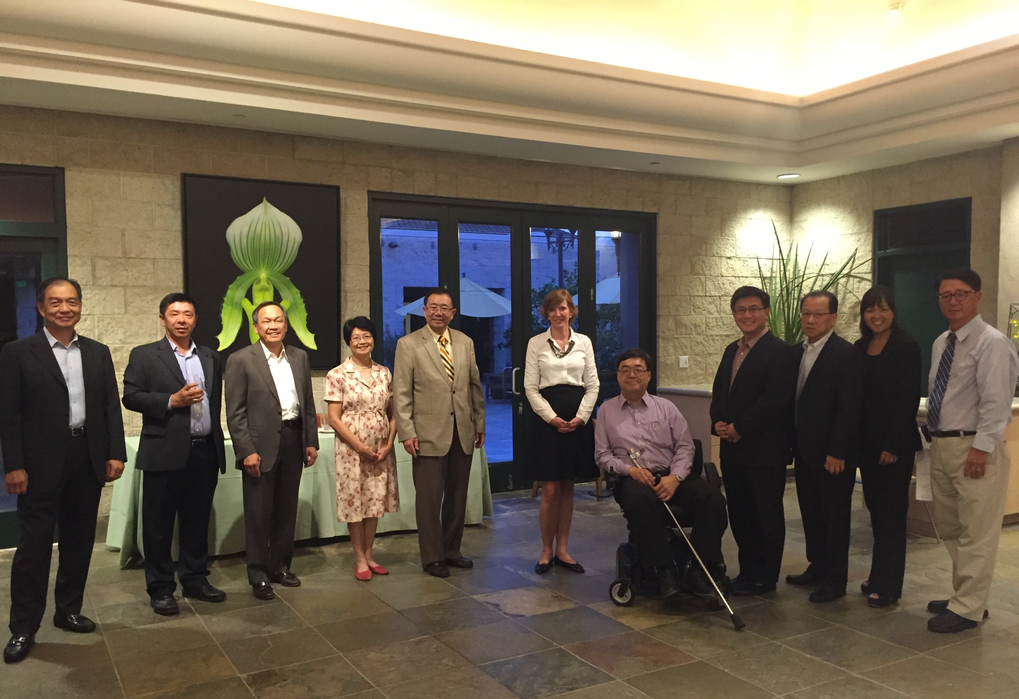 C-100 Members with President Laura Trombley of Huntington Library Prior to the Meeting From left to right: David Lee, Richard Lee, John Long, Pat Kwoh, Stewart Kwoh, Laura Trombley, Charlie Woo, John Chiang, Herman Li, Julie Fong, Edmond Pi
