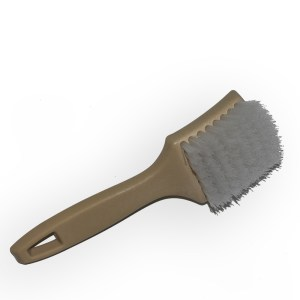 BRUSH – WHITEWALL PLASTIC