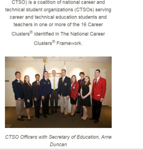 Sec. Duncan poses with CTE (CCSS adult version) students.