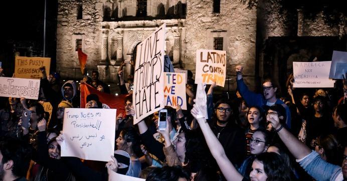 An anti-Trump protest outside the Alamo in San Antonio, Texas on Saturday. (Photo: Geoff Livingston/flickr/cc)