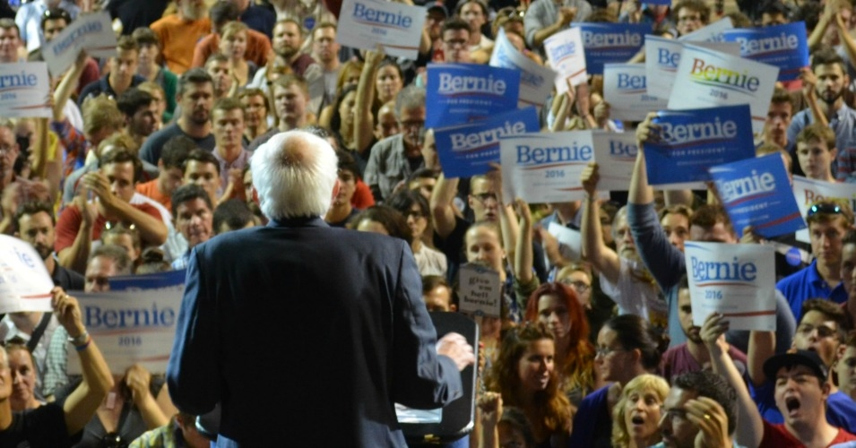 """From Maine to California,"" said Sen. Bernie Sanders to great applause during a campaign stop last year, ""the American people understand that establishment politics and establishment economics is not working."" (Photo: Common Dreams / CC BY 3.0)"