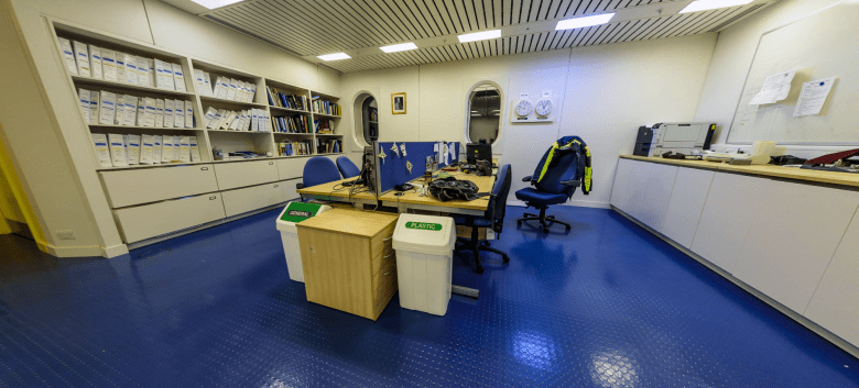 Workstations in the H1-Module of the Halley VI research station