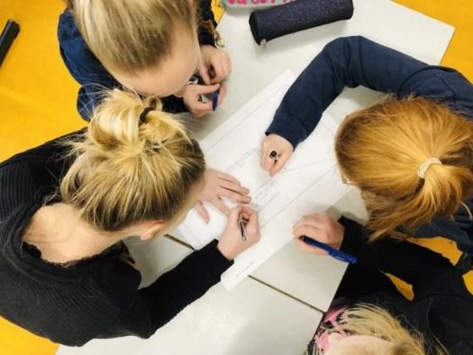 Leerlingen hard aan het werk
