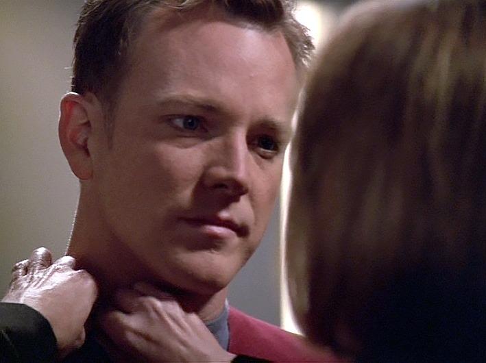 Tom Paris aus Star Trek Voyager wird befördert