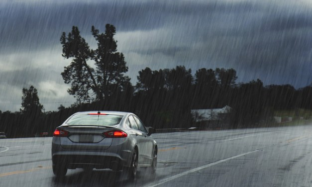 6 Smart Tips for Driving During a Summer Storm