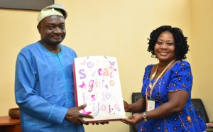 Lioness Professor Francisca George presenting gift to Lion Professor Kolawole Salako, Vice-Chancellor, FUNAAB on behalf of University of Nigeria (UNN) Alumni, FUNAAB Branch.