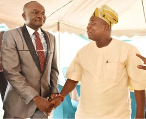 The Vice-Chancellor and Patron NUJ, Professor Kolawole Salako in a warm hand shake with the Chairman NUJ, Ogun State Council, Comrade Wole Shokunbi.