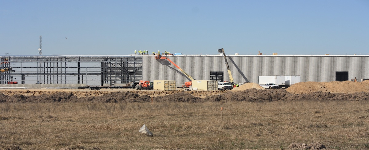 An 800,000-square-foot FedEx Ground hub is under construction off the Grand Parkway north of FM 529 in Cypress. The grand opening will take place August 2017.