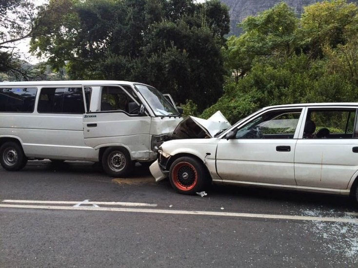 Minivan and Toyota Tazz collide along Hout Bay main road (Picture by Twitter @LimaCharlie1 )