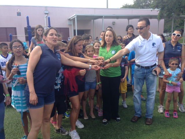 John I Smith K-8 Center inaugura su nuevo patio de recreo