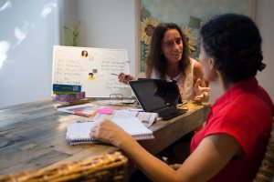 ¡Hola! Spanish learning building 'rápido success'