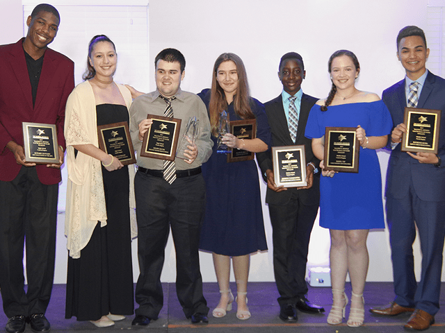 Youth Fair recognizes students' outstanding community service