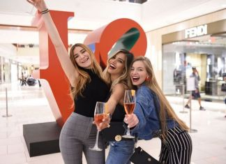 Iconic Robert Indiana love sculpture debuts at Aventura Mall
