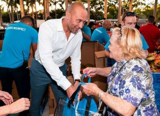 Marlins distribute Thanksgiving dinners to 1,000 local families
