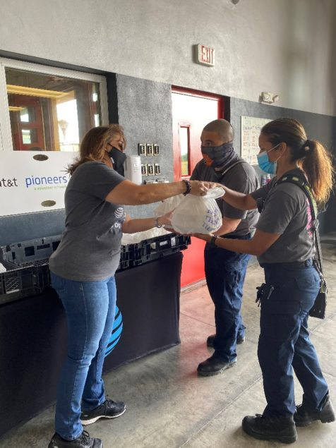 AT&T Pioneers Council thanks first responders with free meal