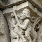 A la búsqueda de capiteles en los claustros y templos