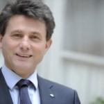 Henri Descastries se dirige a los 161.000 empleados de AXA