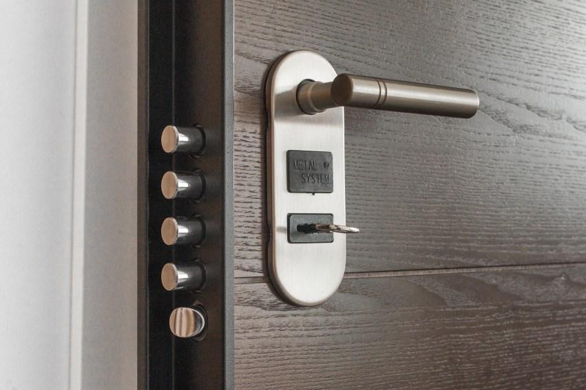 Door with 5 locks
